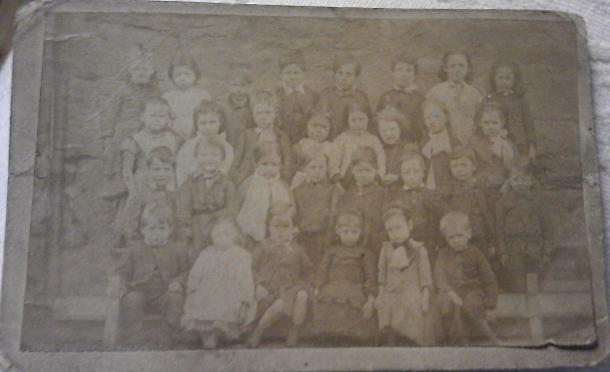 Picture of young children in the very early twentieth century